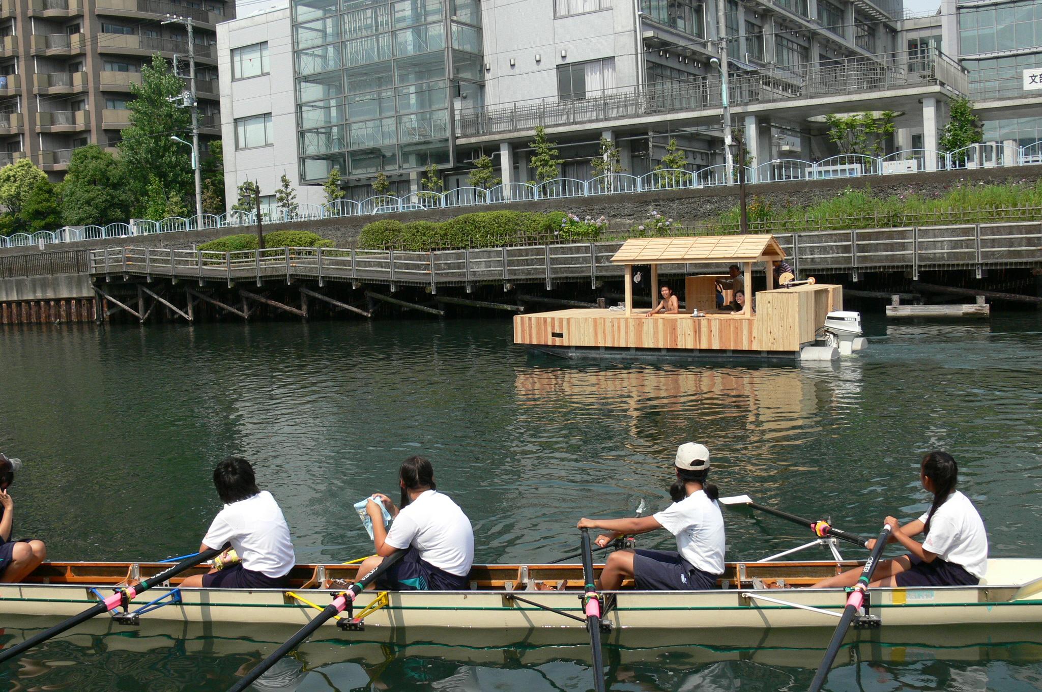 湯舟上から、湯舟とボートST