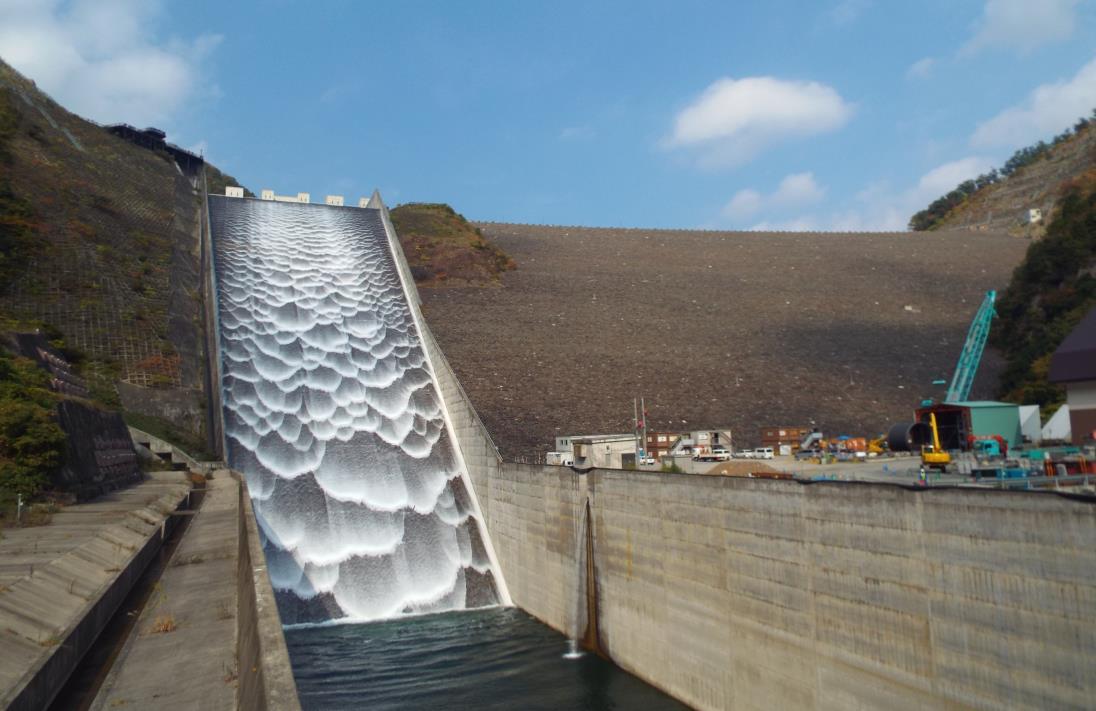 徳山ダム(揖斐の防人、濃尾の水瓶)