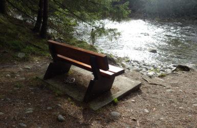 TRIBUTE BENCH <br>カナダで見つけた、水辺の素敵な仕組み