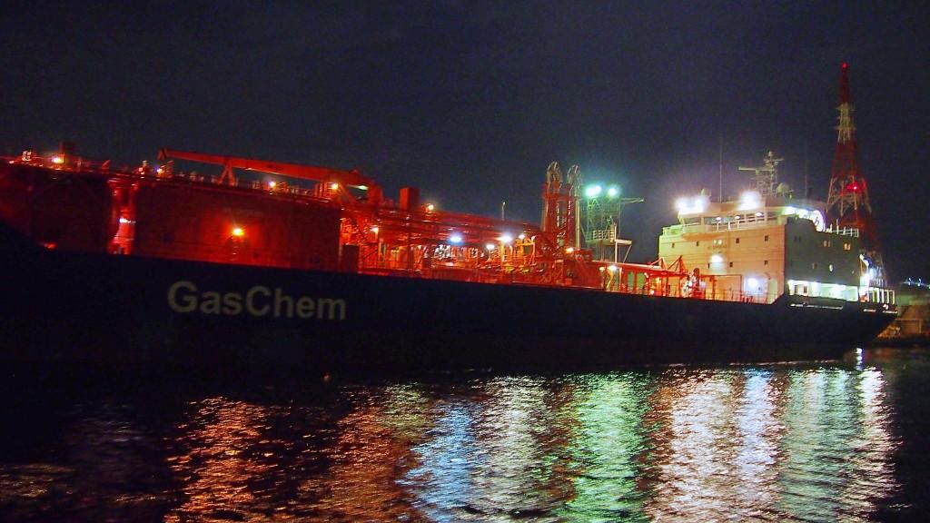 石油タンカー船