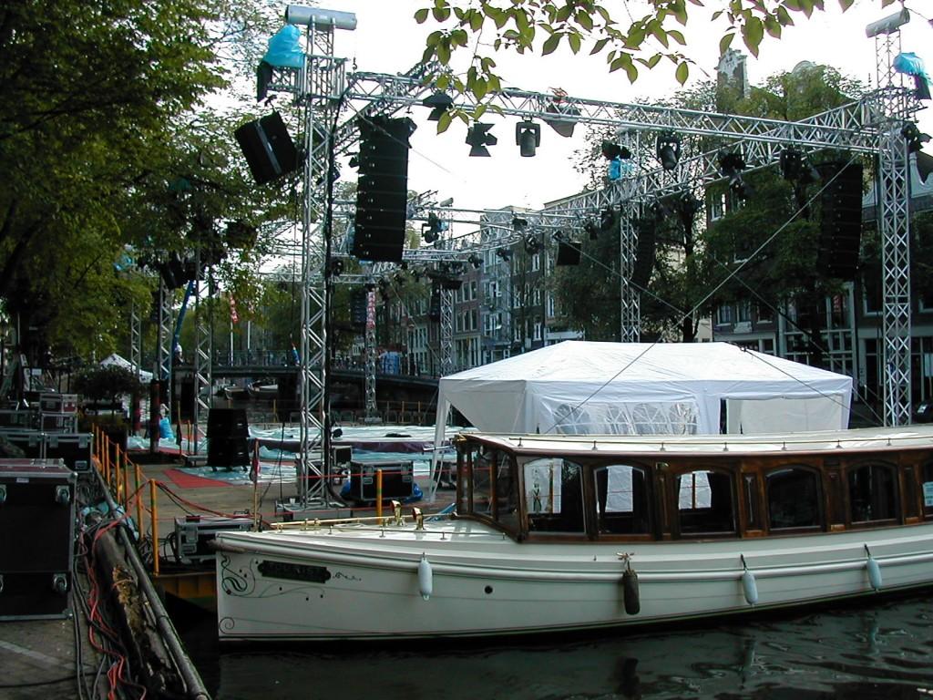 プリンセン運河の水上コンサート会場