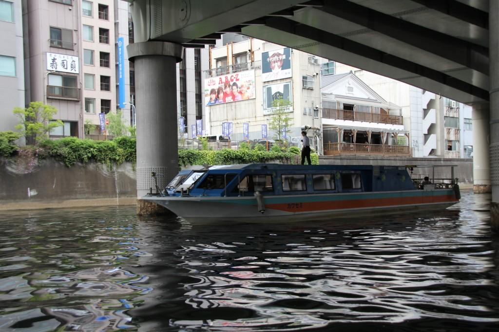 小型水上バス「カワセミ」