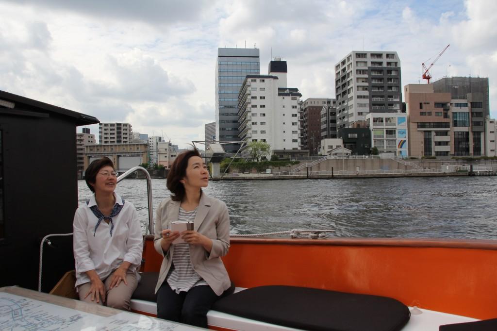 みづは舟座敷にて佐藤美穂さん(左)と筆者
