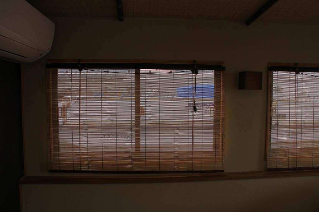 江戸の職人手作りのすだれ。船室は伝統工芸のショーケースとなっている