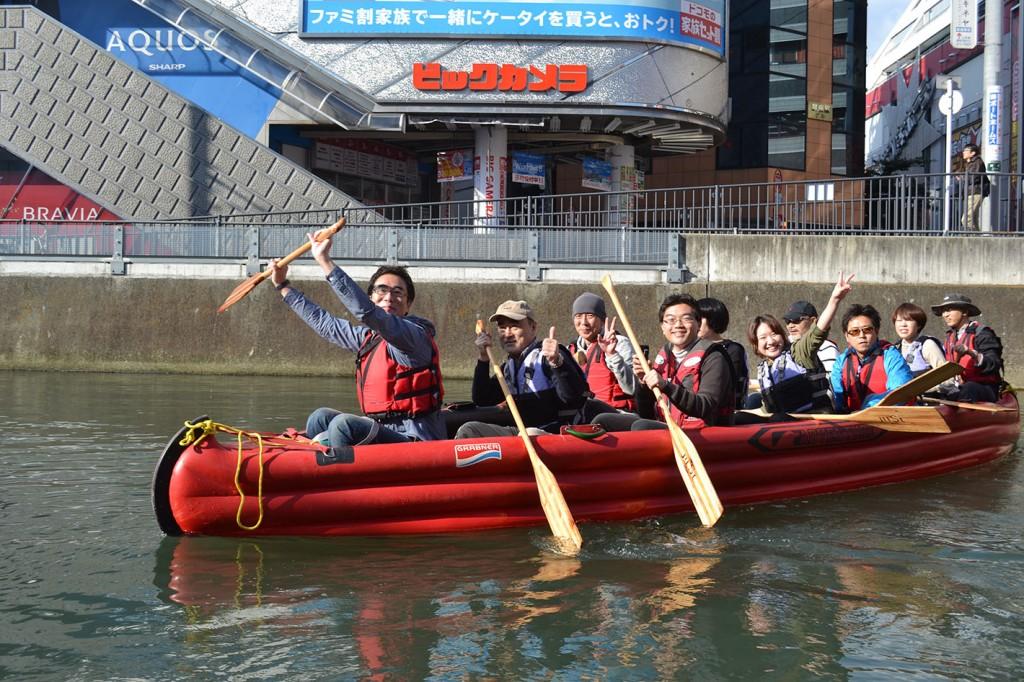 2012年に横浜市都市整備局都心再生課のイベントで西口を舞台にE-boatでクルーズしたときの様子