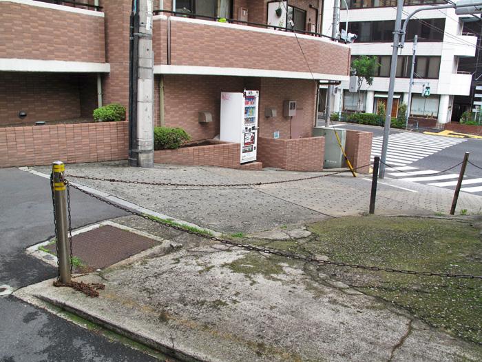 11_分水嶺上の点検孔(渋谷川側)