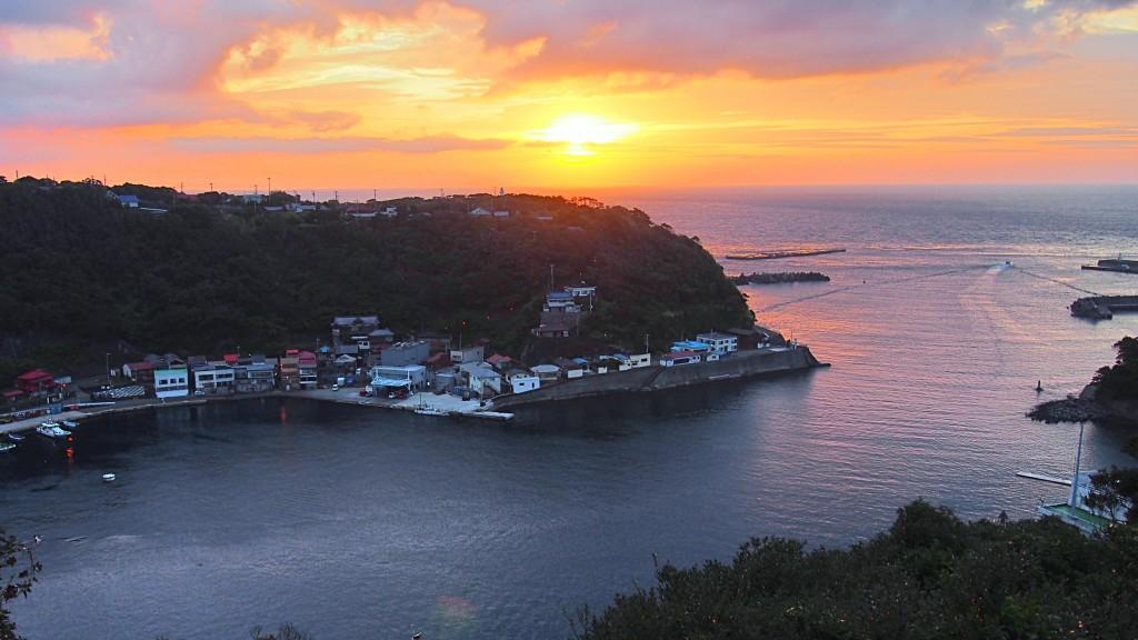 9見晴台から波浮港16