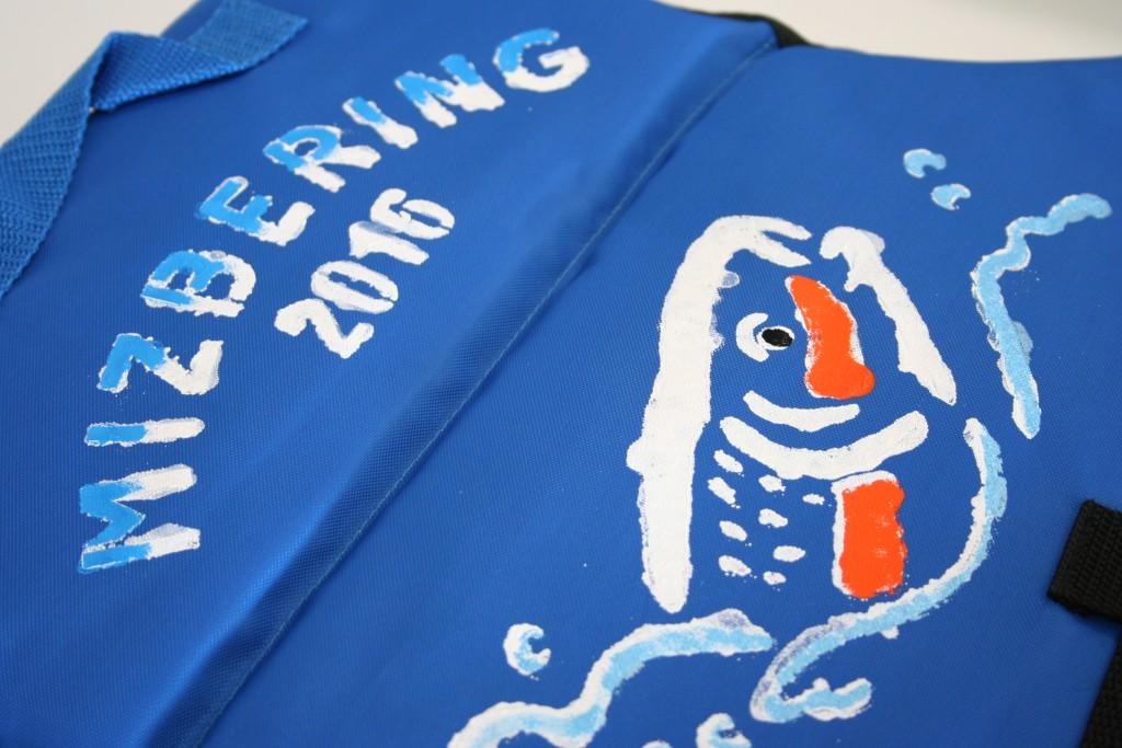 勢いのあるマルタウグイデザインのライフジャケット